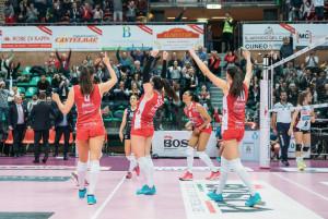 Pallavolo A1/F: Cuneo festeggia il traguardo playoff al Pala Ubi Banca