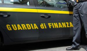 Il negozio 'Eurostock' di Genola sequestrato dalla Guardia di Finanza