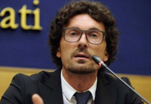 Toninelli, assediato, ribadisce: 'Accordo per il completamento dell'Asti-Cuneo alle battute finali'