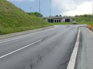 Sulla bretella dell'Est-Ovest l'asfalto è dissestato, ma i lavori sono stati fatti solo sei mesi fa