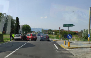 Scontro tra due auto sulla provinciale tra Cuneo e Busca
