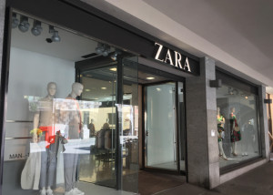 Ruba un paio di scarpe da Zara, fermato da una commessa: denunciato diciottenne tunisino