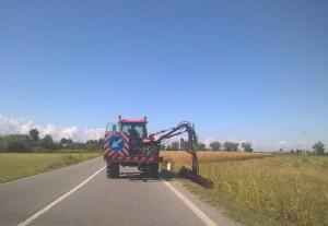 Sicurezza stadale: è iniziato il taglio dell'erba lungo le strade provinciali