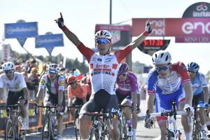 Conti in rosa, ma il 'vero' Giro inizia domani: il punto sulla corsa all'arrivo nella Granda
