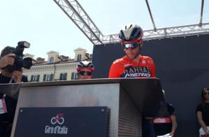 Valerio Conti, Chaves e lo 'Squalo' Vincenzo Nibali tra i più acclamati alla cerimonia delle firme