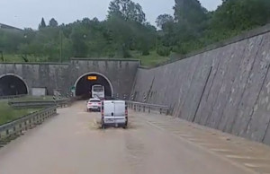 Tra Mondovì e Niella Tanaro l'autostrada diventa un fiume (VIDEO)