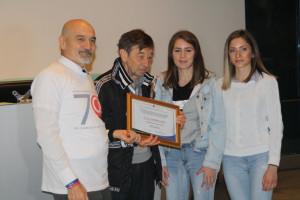 Due studentesse delle 'Belle Arti' premiate per aver ideato il logo celebrativo dell'ospedale