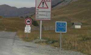 Mezzo pesante si ribalta sul colle della Maddalena, strada chiusa per pulizia della carreggiata