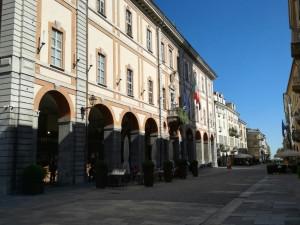 Cuneo, approvato il bando per l'accesso ai contributi per la riqualificazione dei fronti commerciali