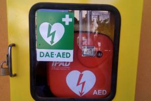 Un defibrillatore in ogni filiale della Banca Alpi Marittime