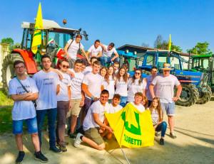 A Mondovì gli studenti festeggiano la fine della scuola 'col trattore in tangenziale'
