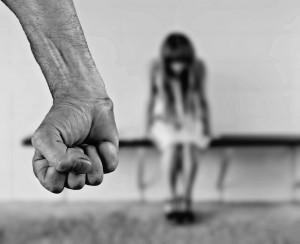 Manta, denunciò il compagno per maltrattamenti: lo fa assolvere 'per amore'