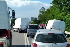 Un incidente tra due furgoni manda il traffico in tilt a Savigliano