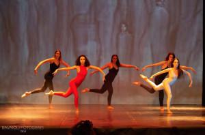 Lo spettacolo di fine anno di 'La Maison de la Danse' con 'Alice nel paese delle meraviglie'
