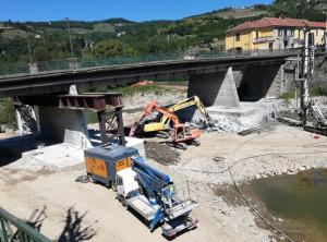 Importanti interventi di consolidamento al ponte sul fiume Bormida a Cortemilia