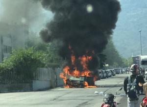 Camion in fiamme nella zona industriale di Dronero
