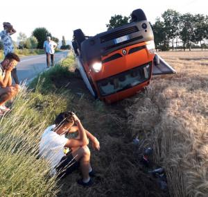 Incidente a San Chiaffredo di Busca, un camioncino ribaltato