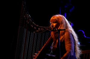 Annullato il concerto di Loreena McKennitt a Cervere