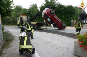 Incidente a Peveragno: un'auto ribaltata, ma non ci sono feriti gravi (FOTO)