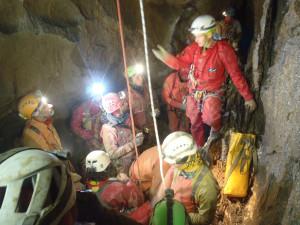 Proseguono le operazioni per salvare lo speleologo francese intrappolato in una grotta