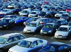 In italia circolano 61 automobili ogni 100 abitanti