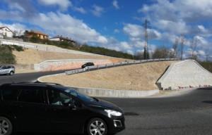 Intervento di rifinitura per l'asfalto della salita Bergoglio a Cherasco