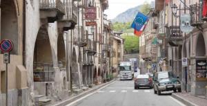 'Spieghi ai funzionari romani cosa significa abitare in un centro storico attraversato da 130 mila tir all'anno'