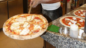 Dodici lavoratori in nero in una sola pizzeria, tra di loro anche un dipendente pubblico