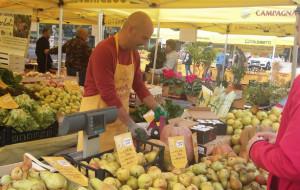 A Savigliano Coldiretti raccoglie firme contro il cibo anonimo
