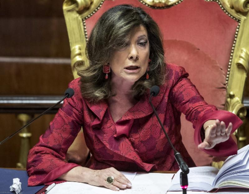 In Senato Taricco Mima Il Gesto Dell Inciucio E Si Becca border=