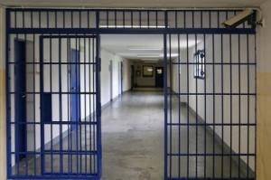 Staccò un orecchio a morsi al compagno di carcere: processo alla 'furia ceca'