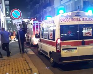 Scantinato a fuoco in corso Nizza, il fumo invade i portici