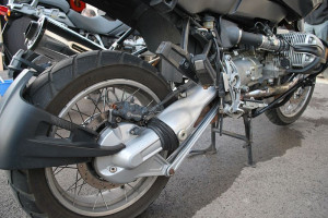 Auto contro moto a Paroldo, ferito un centauro 19enne