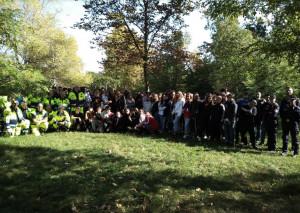 Un centinaio di ragazzi delle scuole cuneesi a 'Puliamo il Parco'