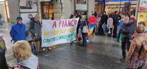 In piazza Galimberti per manifestare contro l'invasione turca nel Rojava