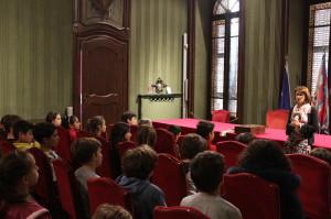 Alba: le classi quinta C e D della scuola 'Coppino' in Municipio