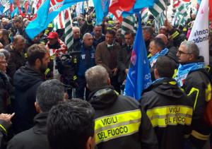 La protesta dei Vigili del Fuoco: 'Più risorse, valorizzare stipendi e tutele'
