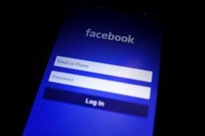 L'ex fidanzata vuole abortire, lui viola il suo profilo Facebook per dirlo a tutti: condannato
