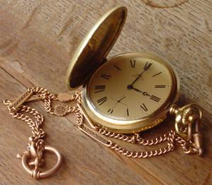 Furto di gioielli in casa di una 90enne: sotto accusa due vicini