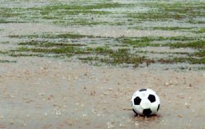 Maltempo, la Federazione del pallone considera la possibilità di rinviare le partite del weekend