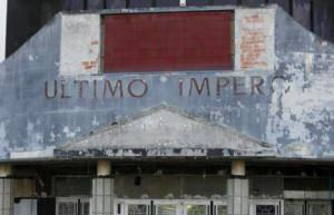 Un pino cade sull'Ultimo Impero, storica discoteca abbandonata da vent'anni...