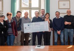 Bra: dal Comitato Oltreferrovia fondi benefici e un nuovo defibrillatore