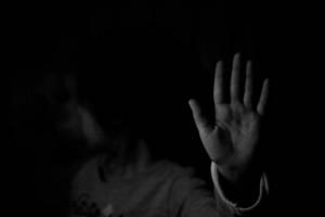 Botte a una tredicenne, accuse a una coppia di ivoriani