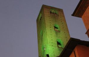 Alba: le luci delle torri accese di verde 'speranza' nella giornata dedicata alle persone scomparse
