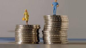 A parità di lavoro una donna guadagna il 14 percento in meno di un uomo