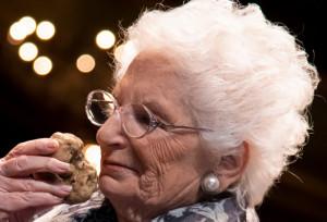 Alba, il 'Tartufo dell'Anno' consegnato alla senatrice a vita Liliana Segre