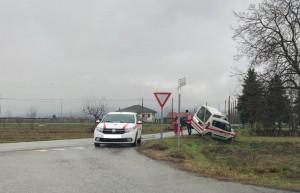 Busca, auto della Croce Rossa fuori strada a San Giuseppe