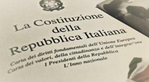 Il sindaco di Vignolo consegna la Costituzione ai neo maggiorenni