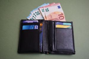 Savigliano, rubò un portafoglio in un bar: il giudice lo condanna nonostante il risarcimento