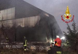 A fuoco un maneggio a Borgo San Dalmazzo, nessun animale coinvolto